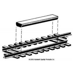 H0 rozpojovač určený k umístění mezi kolejnice, toto provedení neumožňuje odsouvání odpojených vozů, 2 kusy