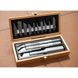 Mistrovská sada tří skalpelů - dřevěná kazeta obsahuje 3 skalpely  a deset náhradních čepelí různého tvaru